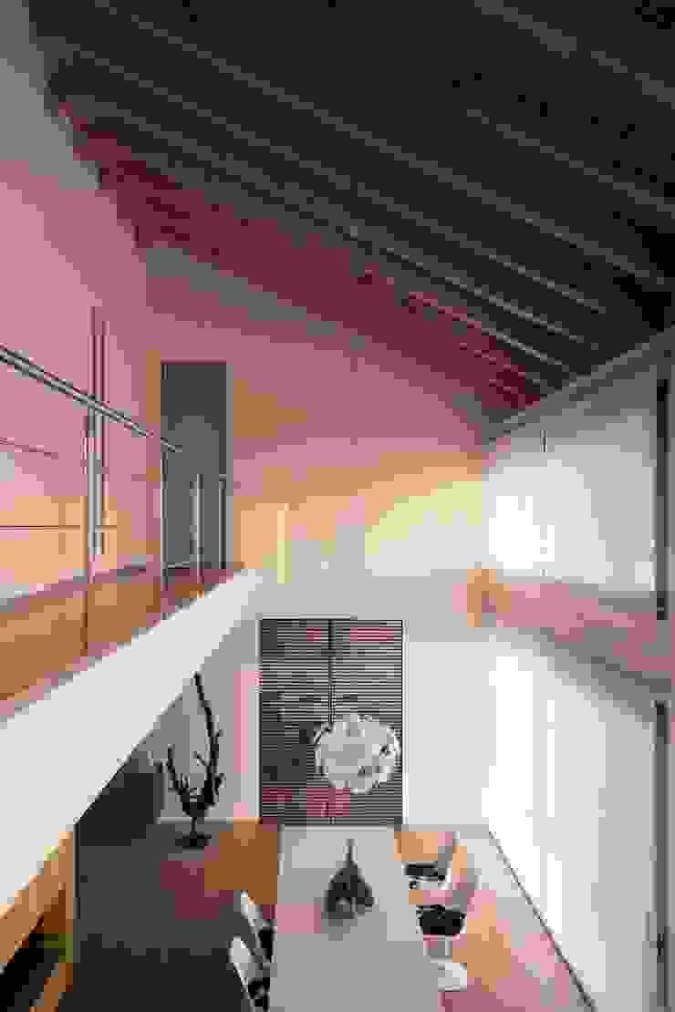 open space Soggiorno minimalista di Marg Studio Minimalista