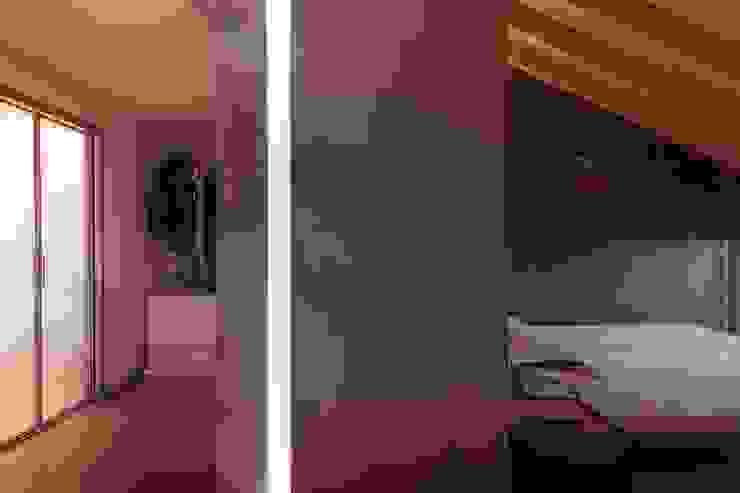 camera da letto e cabina armadio Camera da letto minimalista di Marg Studio Minimalista