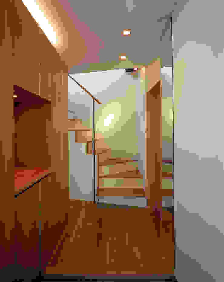 スキップテラスの家 オリジナルスタイルの 玄関&廊下&階段 の 西島正樹/プライム一級建築士事務所 オリジナル