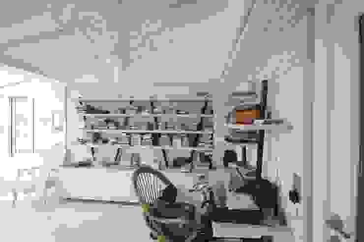 Rustykalne domowe biuro i gabinet od DerganÇARPAR Mimarlık Rustykalny