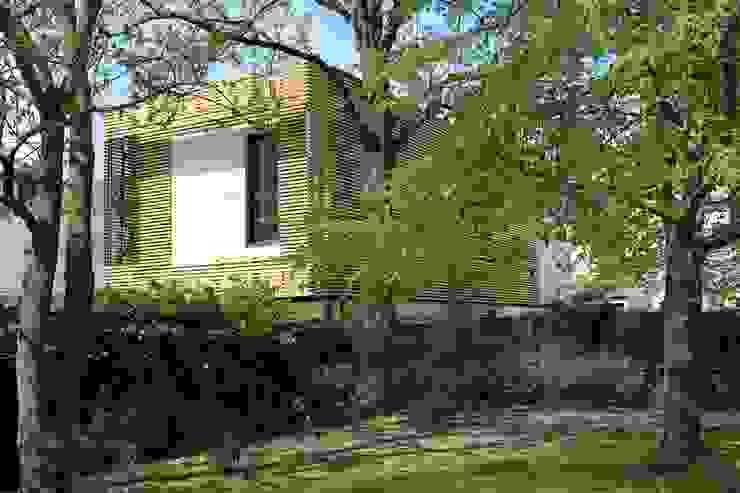 Volume et Lumière Maisons modernes par agence d'architecture FX Sourimant Moderne