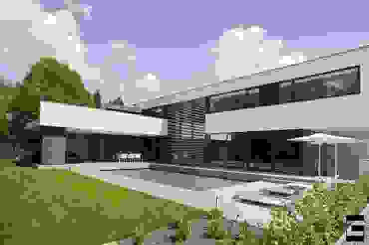 Woonhuis 47044 Moderne tuinen van Geert van den Oetelaar Architect Modern