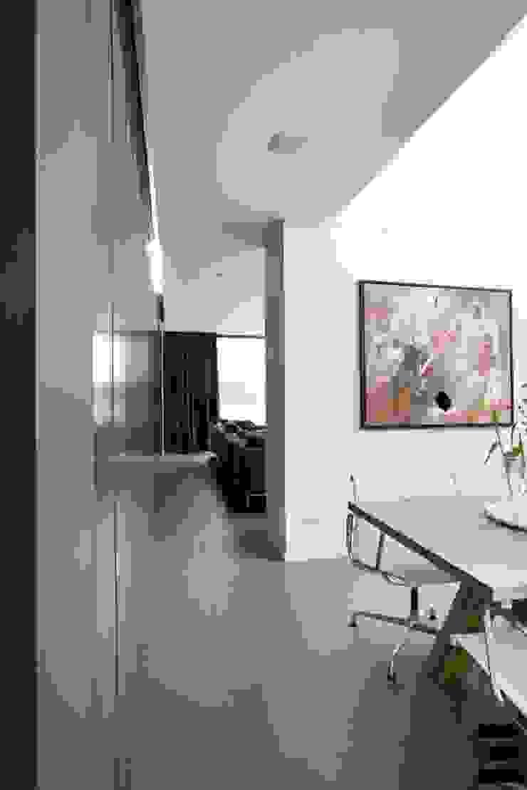 Woonhuis 47044 Moderne woonkamers van Geert van den Oetelaar Architect Modern