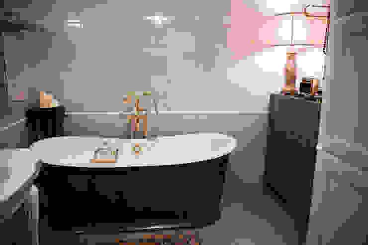 Morris под боком Ванная в средиземноморском стиле от Ekaterina Saranduk Средиземноморский