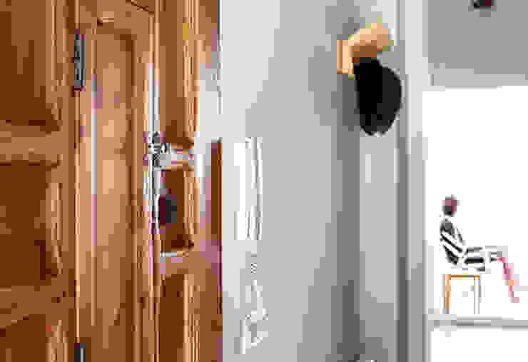 Reforma de vivienda Pasillos, vestíbulos y escaleras de estilo mediterráneo de 5lab Mediterráneo