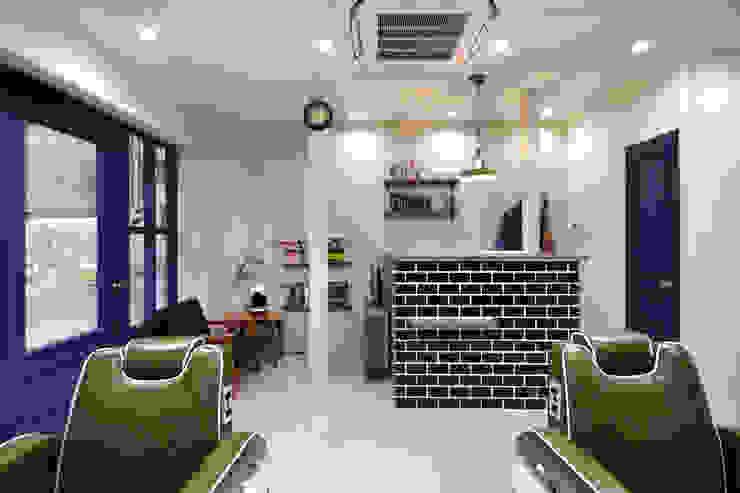 calm room オリジナルな商業空間 の TRANSFORM 株式会社シーエーティ オリジナル