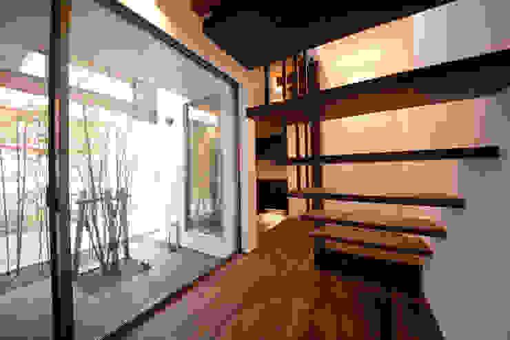 brise_soleil: ANTENNA DESIGNが手掛けた廊下 & 玄関です。