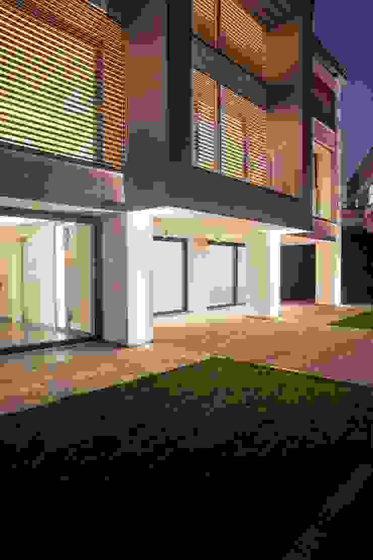 ingresso esterno Case in stile minimalista di Marg Studio Minimalista