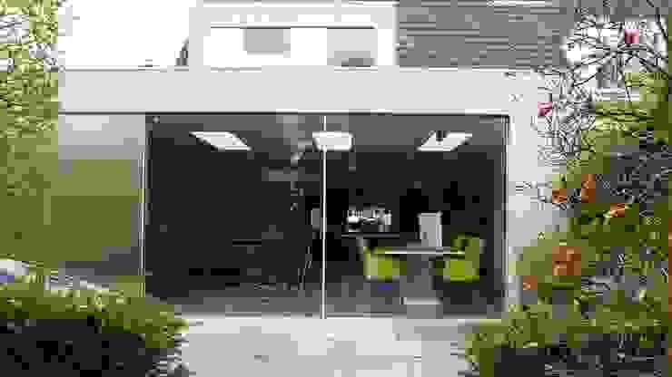 minimalistische uitbouw Minimalistische woonkamers van Joris Verhoeven Architectuur Minimalistisch