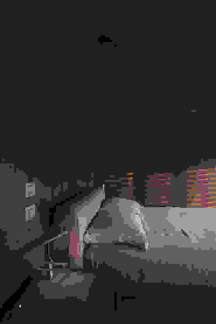 camera Camera da letto minimalista di Marg Studio Minimalista