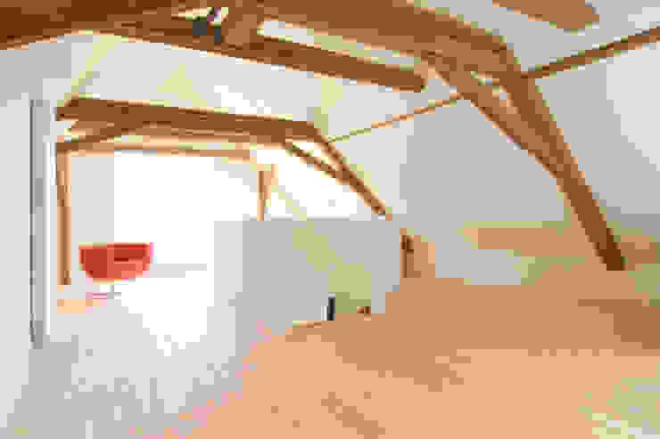 Wohnhaus mit Büro FFM-ARCHITEKTEN. Tovar + Tovar PartGmbB Moderne Wände & Böden