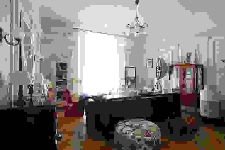 Квартира для it-girl Гостиные в эклектичном стиле от Atelier Interior Эклектичный
