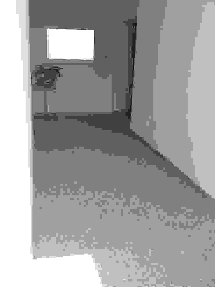 Paredes e pisos clássicos por Braun Steinmetz GmbH & Co. KG Clássico