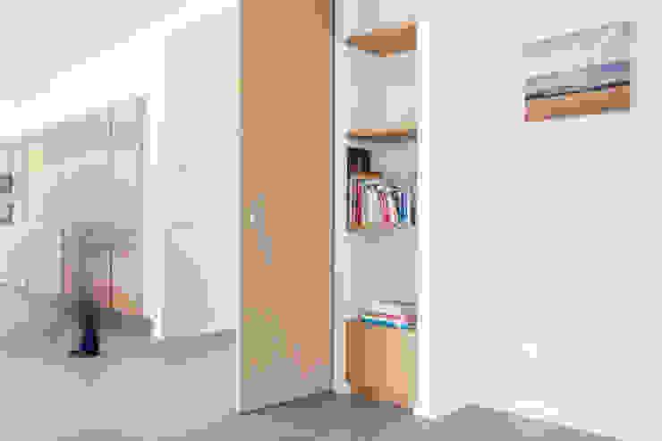 Houten schuifdeuren Moderne studeerkamer van Archstudio Architecten | Villa's en interieur Modern