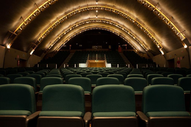 Vista do teatro - fundos Centros de congressos minimalistas por Lazuli Arquitetura Minimalista