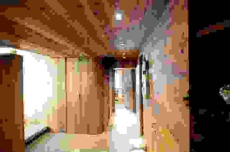 Chalet M Ingresso, Corridoio & Scale in stile moderno di Studio Marastoni Moderno