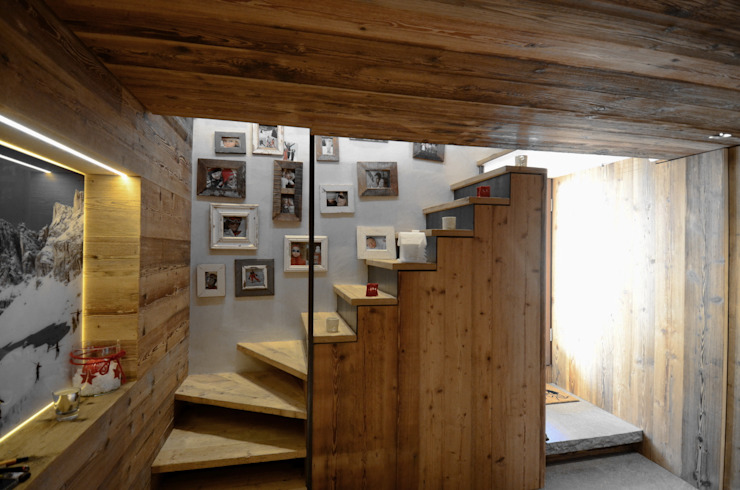 Pasillos, vestíbulos y escaleras modernos de Studio Marastoni Moderno