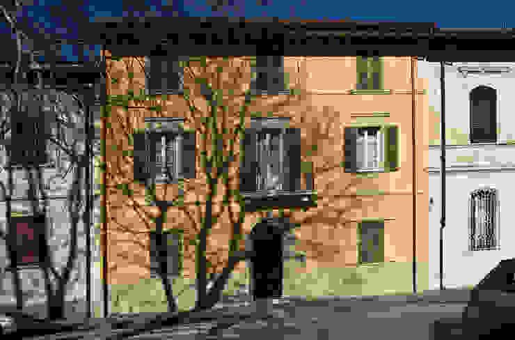 """""""Villino"""" a Pisa Case classiche di C+A Caponi Arrighi architetti associati Classico"""