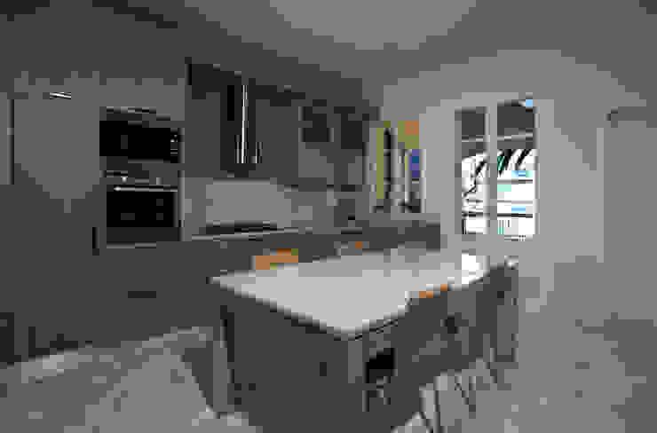 """<q class=""""-first"""">Villino</q> a Pisa Cucina in stile classico di C+A Caponi Arrighi architetti associati Classico"""