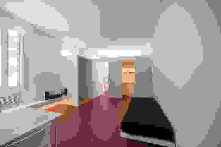 Casa per un fotografo Silvia Bortolini architetto Ingresso, Corridoio & Scale in stile minimalista