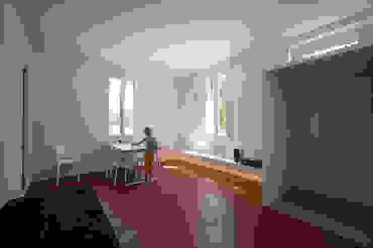 Casa per un fotografo Sala da pranzo minimalista di Silvia Bortolini architetto Minimalista