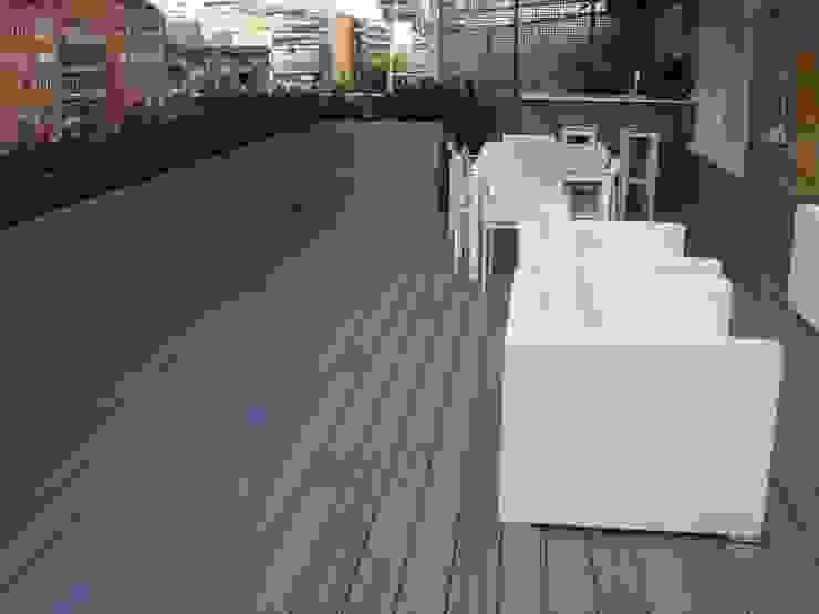 Palos en Danza Modern balcony, veranda & terrace