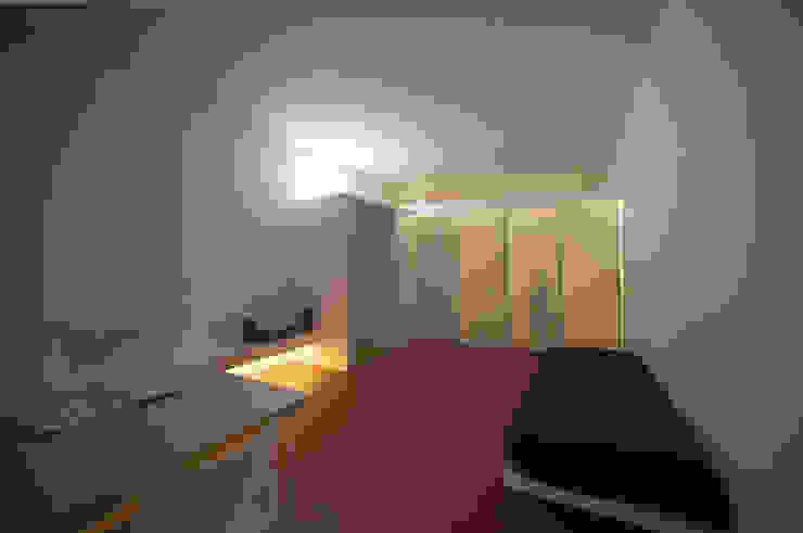 Casa per un fotografo Finestre & Porte in stile minimalista di Silvia Bortolini architetto Minimalista