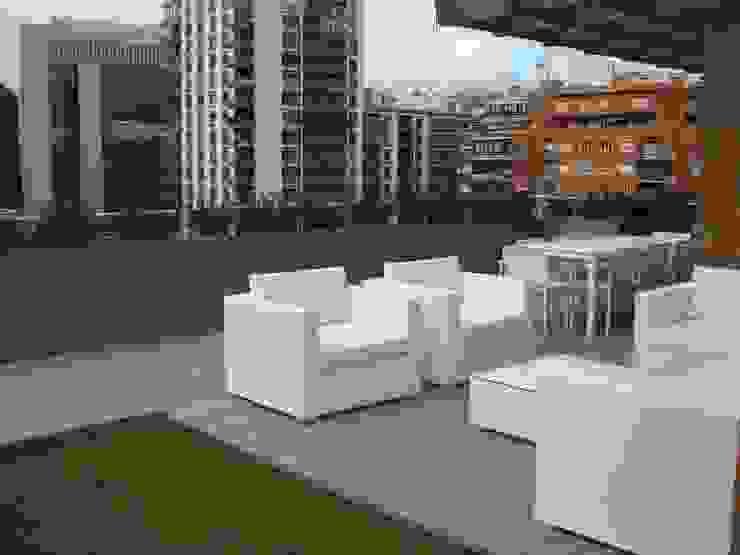 Detalle mobilitario exterior Palos en Danza Balcones y terrazas modernos