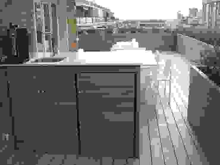Mueble bar realizado a medida Palos en Danza Balcones y terrazas modernos