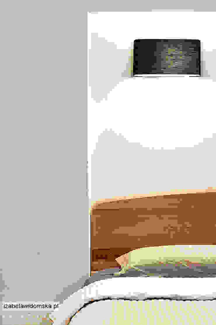 Minimalistyczna sypialnia Minimalistyczna sypialnia od Izabela Widomska Interiors Minimalistyczny