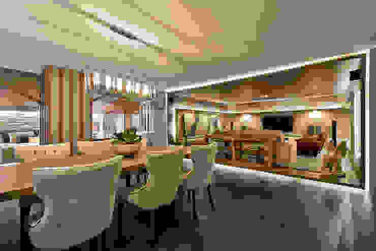 Riskalla & Mueller Arquitetura e Interiores Soggiorno moderno