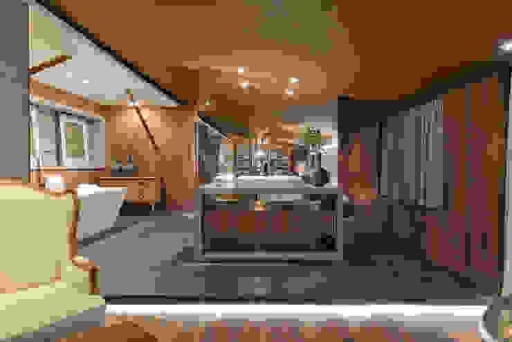 Riskalla & Mueller Arquitetura e Interiores Bagno moderno