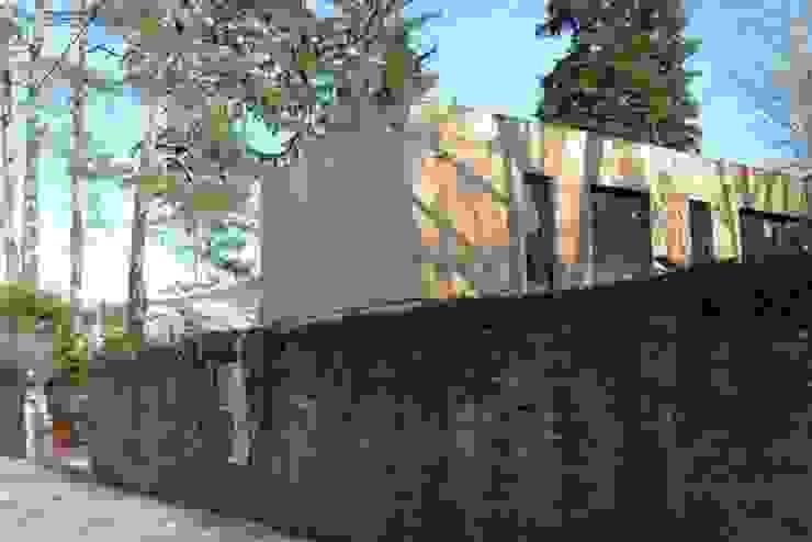 ENTRE DEUX ESPACES BOISÉS CLASSÉS Maison ossature bois (69), livraison juin 2013 par Urban Studio
