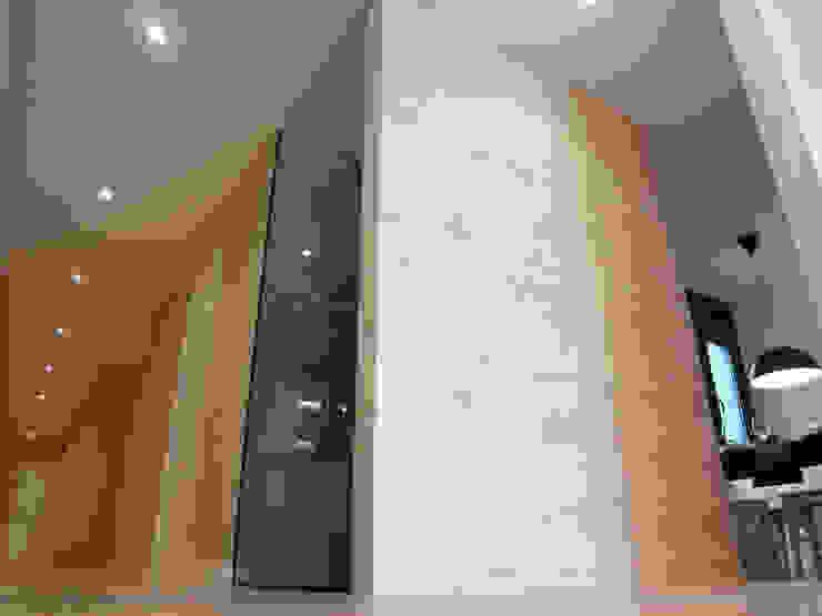 Tabiques madera pino y cristal Comedores de estilo moderno de davidMUSER building & design Moderno