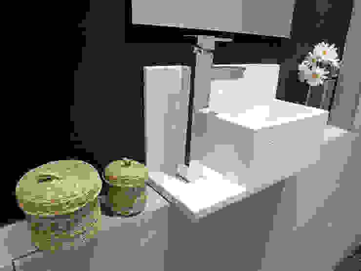 Seno especial granito Baños de estilo moderno de davidMUSER building & design Moderno