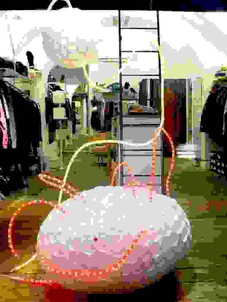 Allestimento - Lo Spazio Shop 2010 di Michela Brondi Moderno