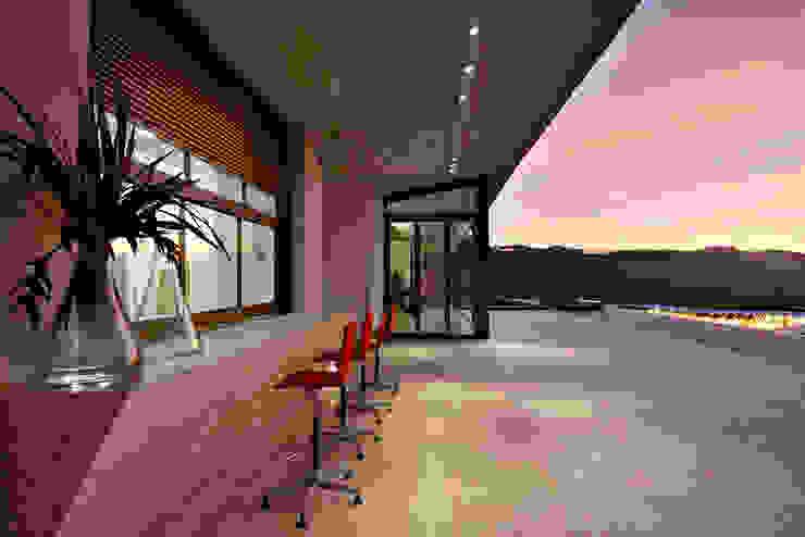 Casa JE Varandas, alpendres e terraços modernos por Humberto Hermeto Moderno
