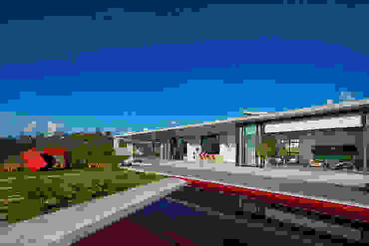 Casa JE Piscinas modernas por Humberto Hermeto Moderno