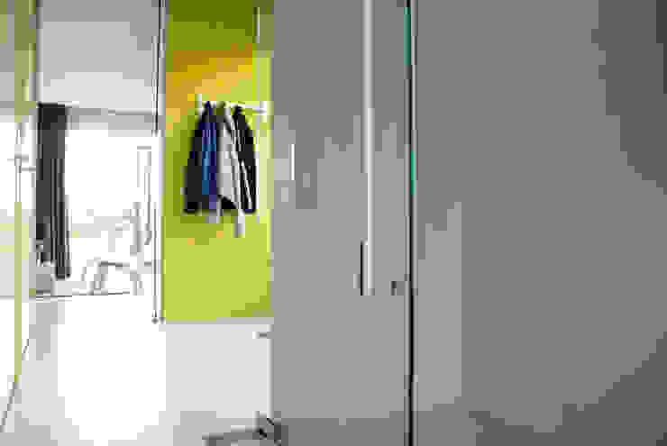 Watervilla Minimalistische gangen, hallen & trappenhuizen van CioMé Minimalistisch