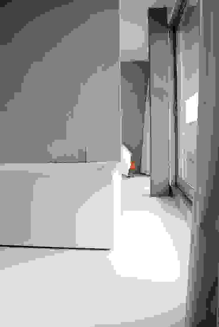 Minimalist style bathroom by CioMé Minimalist