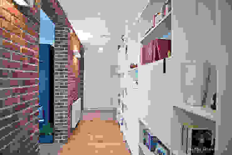 """Mieszkanie """"D"""": styl , w kategorii Korytarz, przedpokój zaprojektowany przez PRACOWNIA PROJEKTOWA JAGANNA,Skandynawski"""