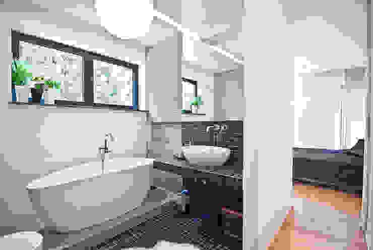 """Mieszkanie """"D"""": styl , w kategorii Łazienka zaprojektowany przez PRACOWNIA PROJEKTOWA JAGANNA,Minimalistyczny"""