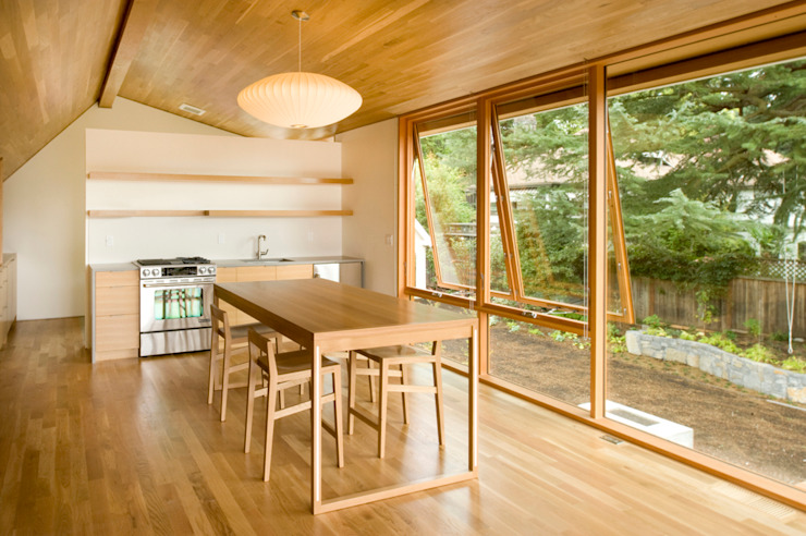 Laurelhurst Carriage House Salas de jantar modernas por PATH Architecture Moderno