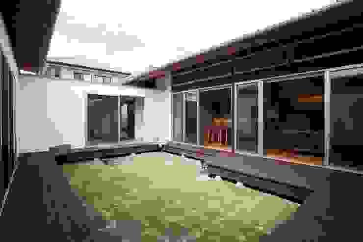 trough モダンな庭 の Y.Architectural Design モダン