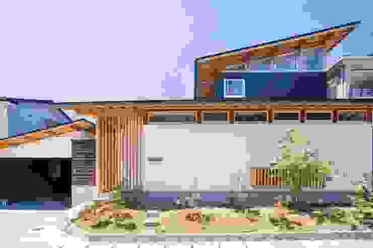 江戸時代からの町並みを継承する町、愛媛県内子町の住宅 モダンな 家 の Y.Architectural Design モダン