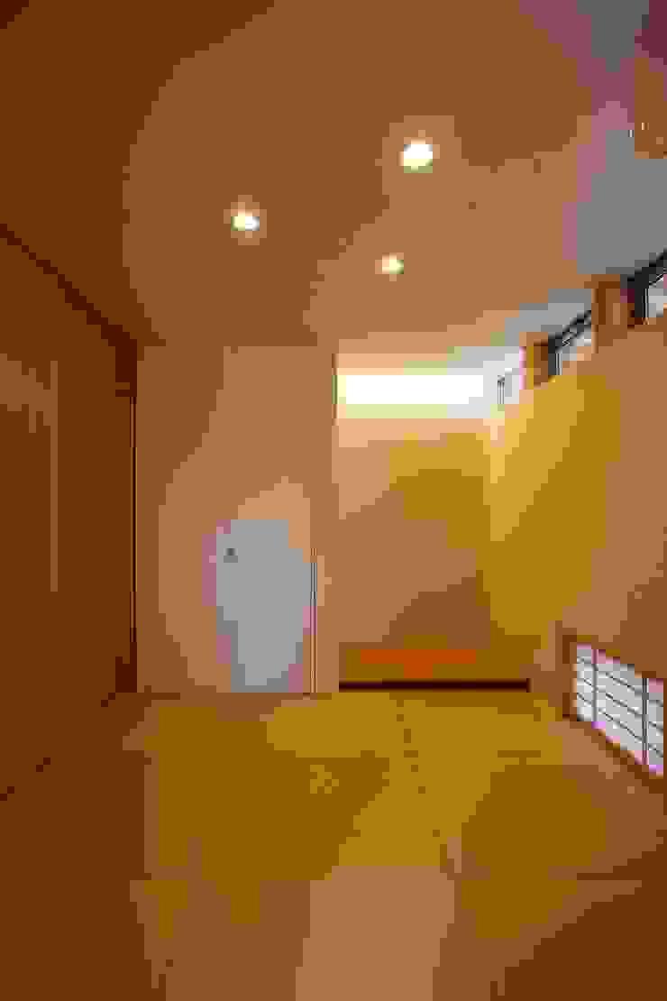 vehicle モダンな 壁&床 の Y.Architectural Design モダン