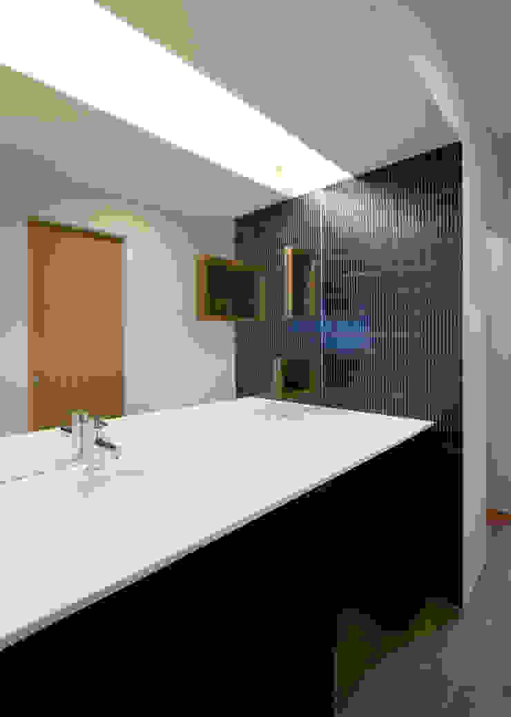 UG-act モダンスタイルの お風呂 の Y.Architectural Design モダン