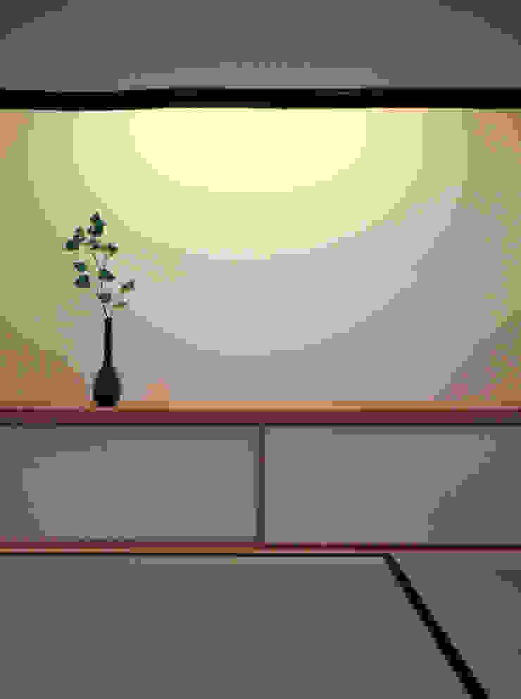 堀端テラス モダンな 壁&床 の Y.Architectural Design モダン