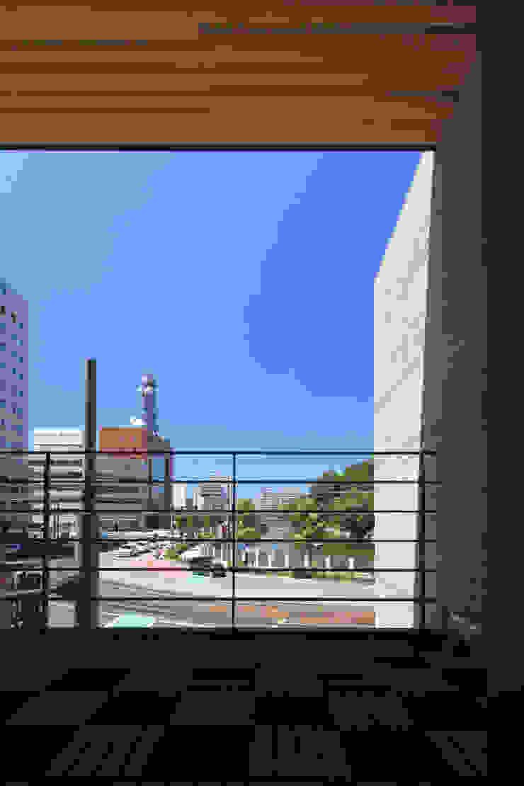 堀端テラス モダンデザインの テラス の Y.Architectural Design モダン