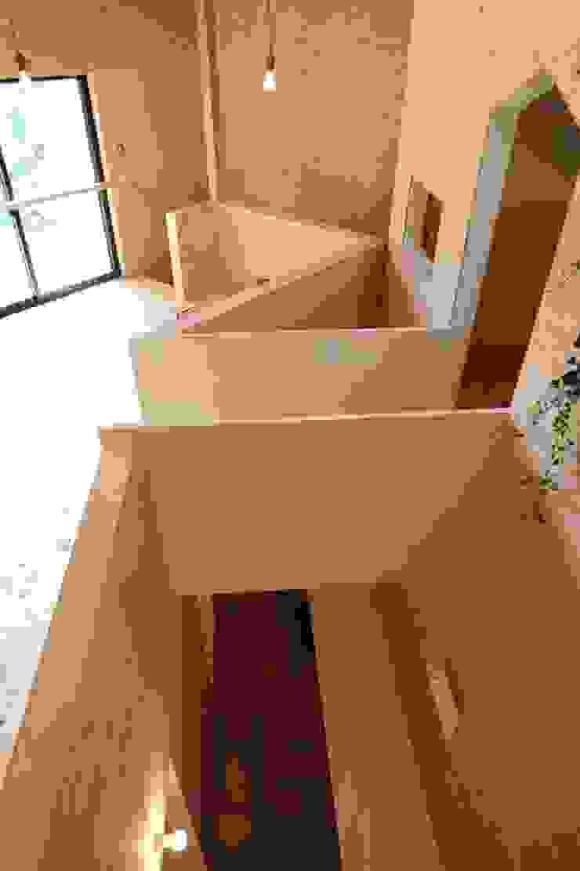 吹抜け オリジナルスタイルの 玄関&廊下&階段 の モノスタ'70 オリジナル